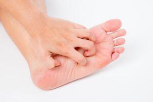 hand scratching foot